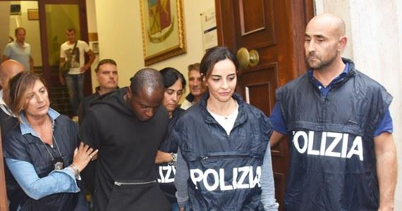 Guerlin Butungu - herszt bandy, która pod koniec sierpnia w Rimini brutalnie zaatakowała parę polskich turystów i transseksualistę z Peru, chce podczas zeznania przyznać się też do innych napadów rabunkowych - podaje dziennik z Bolonii. Kongijczykowi grozi do 20 lat więzienia.