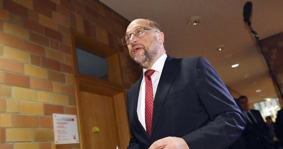 Szef klubu parlamentarnego SPD Thomas Oppermann zapowiedział po ogłoszeniu sondażu exit poll, że jego partia przejdzie do opozycji. SPD otrzymała 20 proc. głosów, co jest najgorszym wynikiem tej partii w powojennej historii Niemiec.