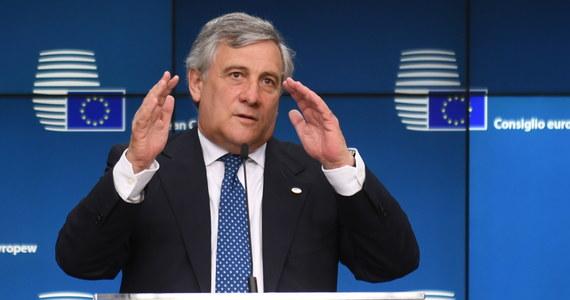 """Szef Parlamentu Europejskiego Antonio Tajani pogratulował kanclerz Niemiec Angeli Merkel zwycięstwa po ogłoszeniu sondażowych wyników wyborów do niemieckiego Bundestagu. Wezwał też do """"wspólnej reformy Unii Europejskiej""""."""