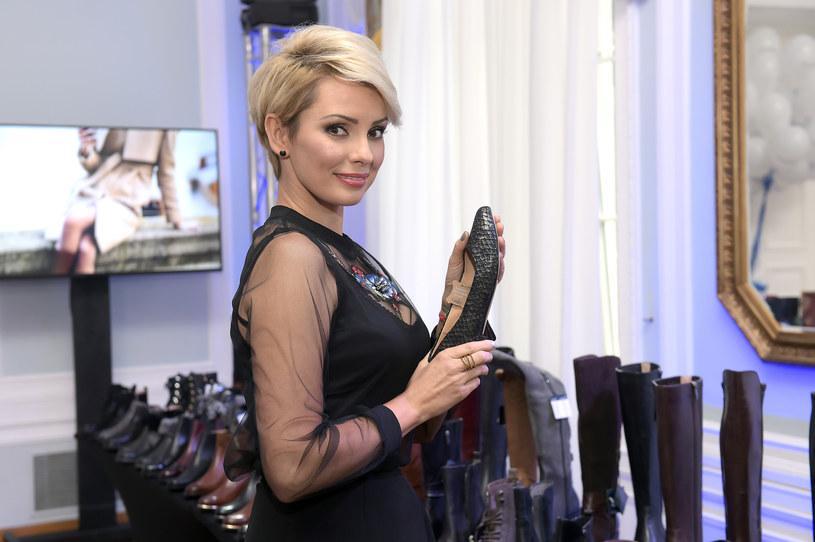 """Przed udziałem w programie """"Azja Express"""" Dorota Gardias miała 300 par butów, teraz jej kolekcja zmniejszyła się """"zaledwie"""" do 100. Prezenterka rozdała część swojej garderoby, gdyż uznała, że rozrosła się ona do zbyt dużych rozmiarów."""