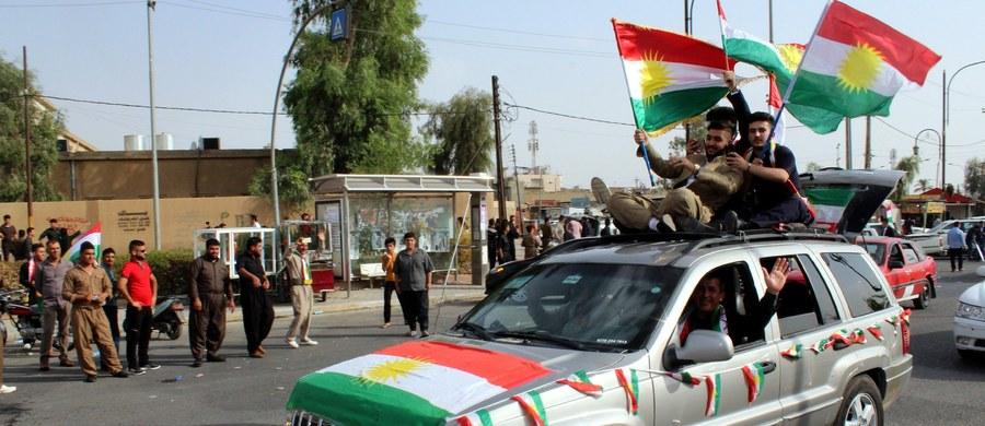 Zakończyło się referendum niepodległościowym w irackim Kurdystanie. Lokale wyborcze były otwarte o godzinę dłużej niż planowano, czyli do godz. 19 czasu lokalnego (godz. 18 w Polsce). Rozpoczęło się liczenie deklaracji.