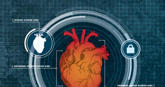 Kody dostępu, czytniki odcisków palców, czy skany siatkówki oka - wszystkie te metody zabezpieczania dostępu do naszych komputerów mogą się wkrótce okazać przestarzałe. Wszystko za sprawą pomysłu realizowanego przez grupę naukowców pod kierunkiem badaczy z University at Buffalo. Opracowali oni technologię, która umożliwia komputerom rozpoznanie, kto przed nimi siedzi po... rozmiarach serca. Autorzy pomysłu zapowiadają, że system - wykorzystujący małej mocy radar dopplerowski - jest skuteczny i bezpieczny. O szczegółach zamierzają opowiedzieć podczas październikowej konferencji MobiCom w Salt Lake City w stanie Utah.