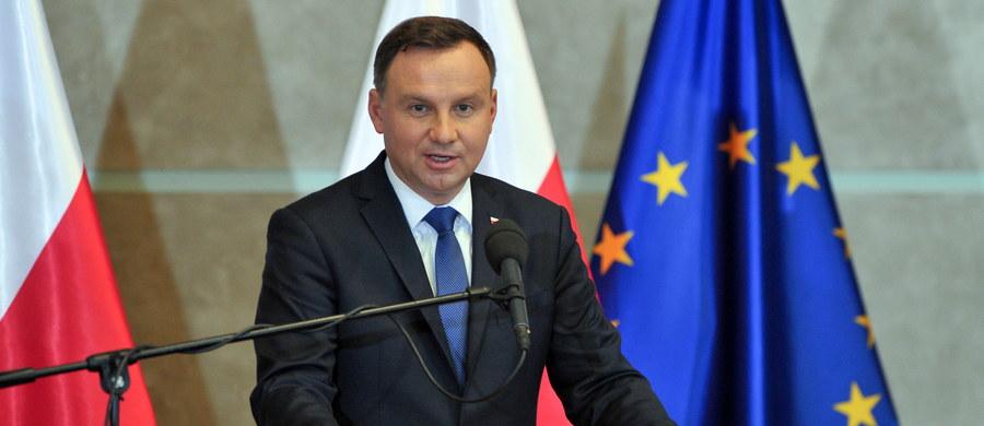 Komisja Wenecka będzie mogła się zapoznać z prezydenckimi projektami tak samo jak wszyscy - usłyszał nieoficjalnie w Pałacu Prezydenckim reporter RMF FM Grzegorz Kwolek.