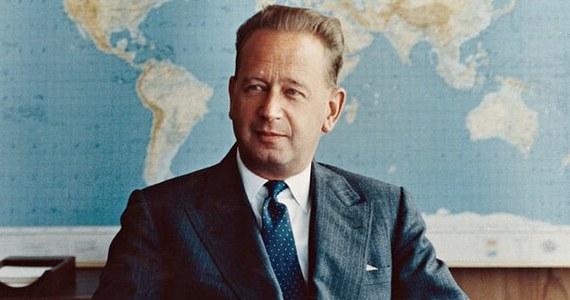 """Katastrofa lotnicza z 1961 roku, w której zginął sekretarz ONZ Dag Hammarskjoeld, mogła zostać spowodowana przez inny samolot - wynika ze """"znacznej ilości"""" wcześniej nieujawnionych dowodów. Pisze o tym """"The Guardian"""", powołując się na nowy raport w tej sprawie. Brytyjski dziennik omówił najnowszy raport na temat śmierci Hammarskjolda, przekazany w sierpniu obecnemu szefowi ONZ Antonio Guterresowi. Raport wziął pod uwagę dowody nieujawniane wcześniej przez rządy USA, Wielkiej Brytanii, Belgii, Kanady i Niemiec."""
