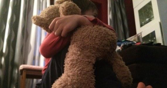 Za usiłowanie zabójstwa 6-letniego chłopca z Drawska Pomorskiego odpowiedzą jego matka i jej konkubent. Ten ostatni usłyszał dodatkowo zarzut gwałtów ze szczególnym okrucieństwem na 6-latku i jego starszym o dwa lata braciszku - dowiedziała się Polska Agencja Prasowa.
