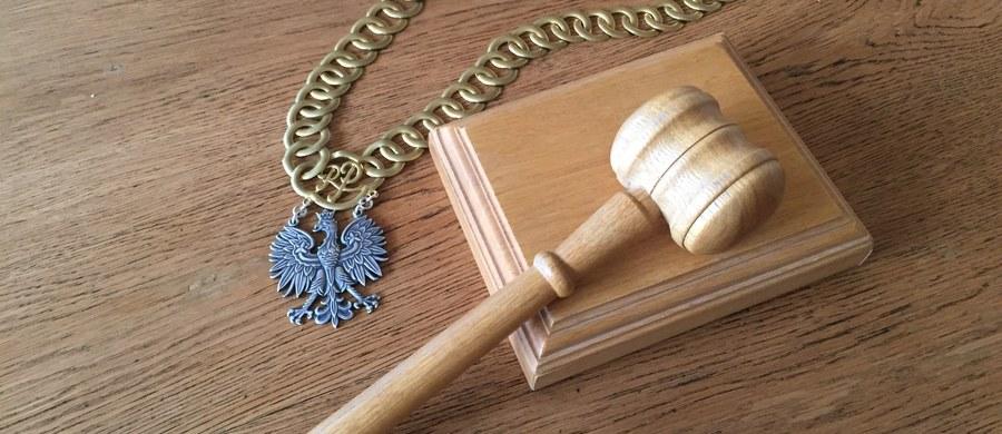 Jest areszt dla biznesmena Dariusza K. podejrzanego w śledztwie dot. korupcji w Sądzie Apelacyjnym w Krakowie - zdecydował o tym rzeszowski sąd rejonowy. Nadal trwa posiedzenie aresztowe w sprawie drugiego podejrzanego - byłego urzędnika Ministerstwa Sprawiedliwości Tomasza S.
