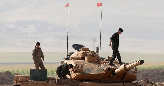 Iracki premier Hajdar al-Abadi zażądał w środę unieważnienia wyników referendum niepodległościowego, które odbyło się w poniedziałek na terytoriach kontrolowanych przez Kurdów w Iraku. Jednocześnie wezwał Kurdów do dialogu w ramach obowiązującej konstytucji. Z kolei iracki parlament wystąpił do premiera z wnioskiem o wysłanie wojsk rządowych do znajdującego się w rękach Kurdów Kirkuku. Armia miałaby przejąć kontrolę nad polami naftowymi. Deputowani zażądali także zamknięcia obcych przedstawicielstw dyplomatycznych znajdujących się w Irbilu, stolicy Kurdystanu.
