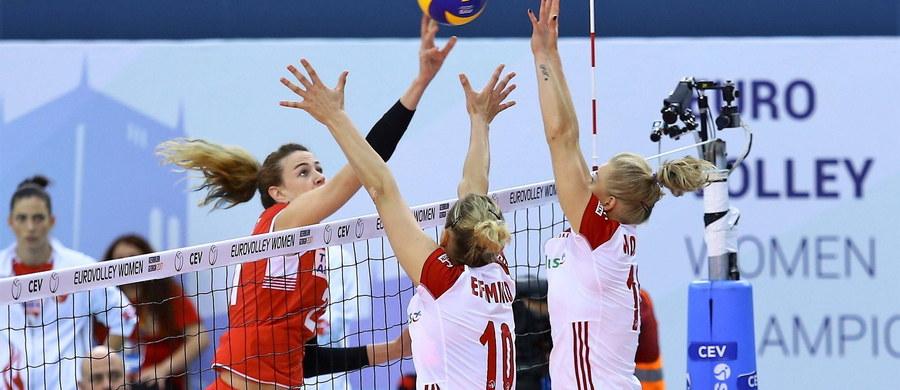 Polska przegrała z Turcją 1:3 i nie zagra w ćwierćfinale mistrzostw Europy siatkarek. Biało-czerwone żegnają się tym samym z turniejem w Baku, ale Joanna Wołosz zauważa, że zakończony sezon nie poszedł na marne. Nasza rozgrywająca zauważa, że zaczyna raczkować kadra, która w przyszłości może kibicom dać dużo radości.