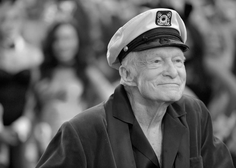"""W wieku 91 lat zmarł w środę, 27 września, założyciel """"Playboya"""" Hugh Hefner, który w latach 60. XX wieku pomógł zapoczątkować rewolucję seksualną swoim przełomowym magazynem dla mężczyzn i zbudował wokół niego imperium biznesowe."""