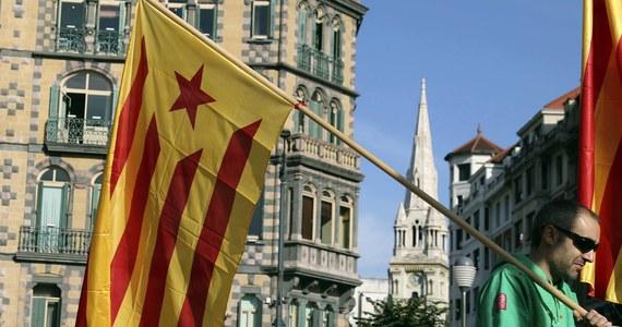 Hiszpańskie służby oskarżają rosyjskich hakerów o wspieranie nielegalnego, zdaniem rządu Mariano Rajoya, referendum niepodległościowego w Katalonii. Zarzucają im obsługę zamykanych przez Madryt stron internetowych dotyczących plebiscytu.