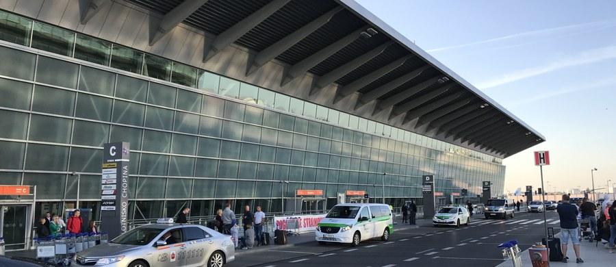Sztab kryzysowy pod nadzorem ABW zwołały służby lotniskowe po wielkiej awarii na Okęciu. Uszkodzony był system wyświetlający informacje o lotach dla pasażerów. Po godz. 16:30 awaria systemu została usunięta.