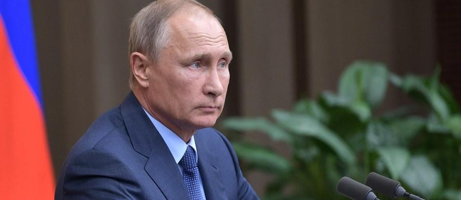 Ministerstwo obrony Rosji zaprzeczyło w czwartek doniesieniom, że dwaj żołnierze rosyjscy zostali wzięci do niewoli przez bojowników w Syrii i że jeden z nich zginął. Informacje takie podała grupa SITE monitorująca działania islamistów w internecie.