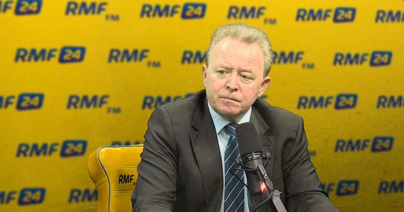 """""""Nie uważam, że to przewlekłość postępowania w sądach jest głównym problemem wymiaru sprawiedliwości w Polsce. (...) Większym problemem jest rychliwa niesprawiedliwość"""" – mówi w Popołudniowej rozmowie w RMF FM Janusz Wojciechowski. Były sędzia, audytor Europejskiego Trybunału Obrachunkowego dodaje: """"Dobrze jest czasem długo poczekać na wyrok – pod warunkiem, że będzie sprawiedliwy"""". """"Niedocenianym problemem w polskich sądach jest arogancja, brak kultury sądzenia, niechęć do słuchania ludzi"""" - tłumaczy gość Marcina Zaborskiego."""