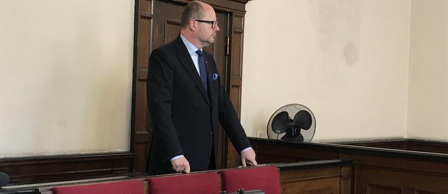 Prezydent Gdańska Paweł Adamowicz oskarżony o podanie nieprawdziwych danych w oświadczeniach majątkowych w latach 2010-2012, przyznał przed Sądem Rejonowym w Gdańsku, że nie umieszczał w nich wszystkich informacji o majątku. Odmówił jednocześnie składania wyjaśnień, a także odpowiedzi na pytania stron procesu.