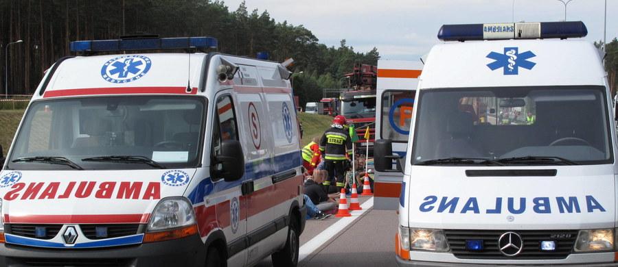 Karambol na drodze krajowej numer 1 w Lubojence w pobliżu Częstochowy. Zderzyło się tam siedem aut. Cztery osoby są ranne.