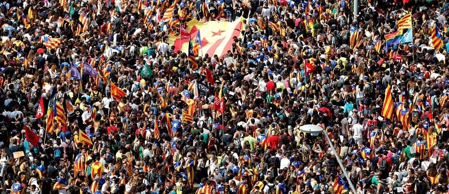 Hiszpański Urząd ds. Ochrony Danych (AEPD) zagroził wolontariuszom wchodzącym w skład komisji wyborczych katalońskiego referendum: za nielegalne, w ocenie Madrytu, korzystanie z danych osobowych mieszkańców regionu grozi im kara do 300 tys. euro.