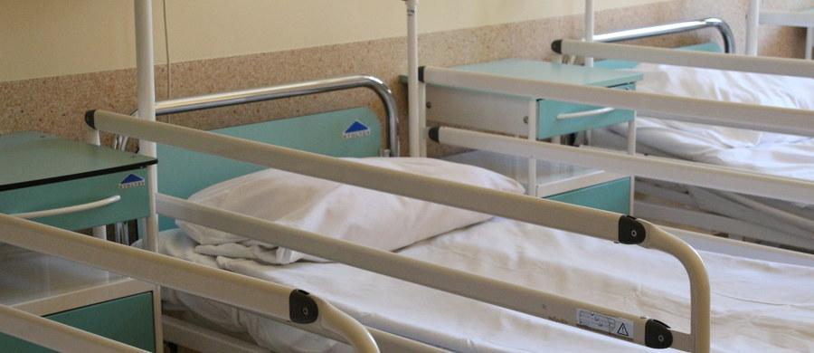 Zatrucie wody w szpitalu w Ostrowcu Świętokrzyskim. Woda płynąca z kranów w placówce przy ulicy Szymanowskiego przez bakterię coli nie nadaje się ani do picia, ani do mycia.