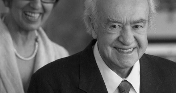 """Nie żyje Wiesław Michnikowski, wykonawca słynnych przebojów Kabaretu Starszych Panów, m.in. """"Wesołe jest życie staruszka"""", """"Addio pomidory"""" czy """"Jeżeli kochać"""", odtwórca pamiętnej roli Jej Ekscelencji w """"Seksmisji"""" Juliusza Machulskiego. Miał 95 lat."""