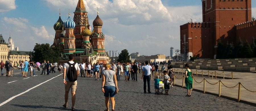Ponad trzy tysiące kamer miejskiego monitoringu w Moskwie podłączonych zostało do systemu rozpoznawania twarzy. Władze rosyjskiej stolicy zapewniają, iż jest to jedna z największych na świecie sieci monitoringu wyposażona w taką funkcję.