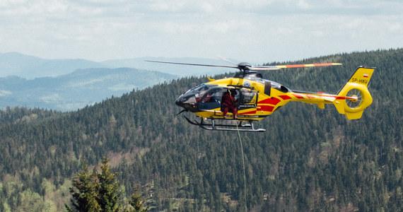 b719d3d0 Nieprzygotowana do wysokogórskiej wyprawy para turystów utknęła w niedzielę  na Granatach. Ratownicy TOPR na pokładzie śmigłowca ewakuowali kobietę i ...