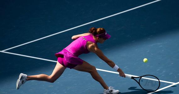 Agnieszka Radwańska awansowała do drugiej rundy turnieju WTA rangi Premier na twardych kortach w Pekinie (pula nagród 6,38 mln dolarów). Tenisistka z Krakowa pokonała Niemkę Carinę Witthoeft 7:5, 6:3.