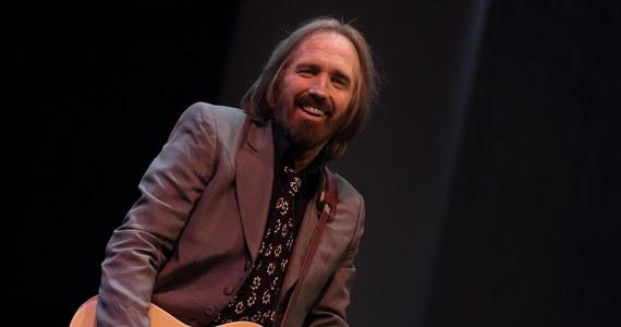 Amerykański muzyk southernrockowy, wokalista i gitarzysta Tom Petty zmarł w poniedziałek wieczorem na zawał serca w szpitalu w Los Angeles - powiadomiła jego rodzina i rzeczniczka. 20 października artysta skończyłby 67 lat.