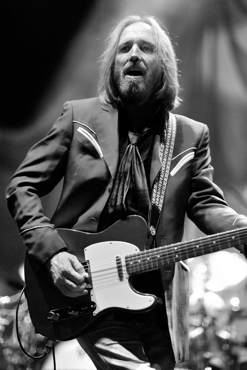 W poniedziałek (2 października) zmarł Tom Petty. Wiadomość o jego śmierci zasmuciła środowisko artystów, którzy za pośrednictwem mediów społecznościowych oddali hołd legendarnemu artyście.