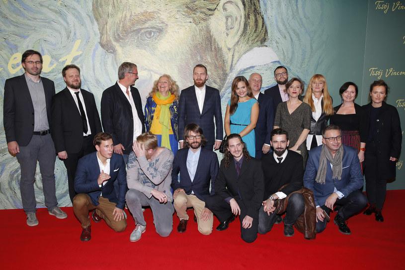 """- Przedstawiam państwu ten film z pokorą, mam nadzieję, że zarażę was miłością do Vincenta - te słowa reżyserki Doroty Kobieli usłyszeli widzowie obecni na uroczystej premierze filmu """"Twój Vincent"""", ręcznie malowanego, animowanego kryminału o ostatnich dniach życia Vincenta van Gogha. W wydarzeniu udział wzięli twórcy filmu na czele z współscenarzystą i współreżyserem, Hugh Welchmanem oraz członkowie obsady polskiej wersji językowej m.in. Jerzy Stuhr, Olga Frycz i Józef Pawłowski."""