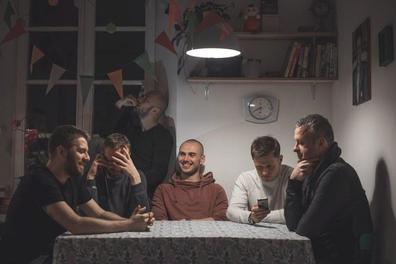 """""""Pozostać Tubasem"""" - to największa artystyczna ambicja Tubasa Składowskiego, hiphopowego live bandu, który pod koniec września wydał płytę """"Nocny""""."""