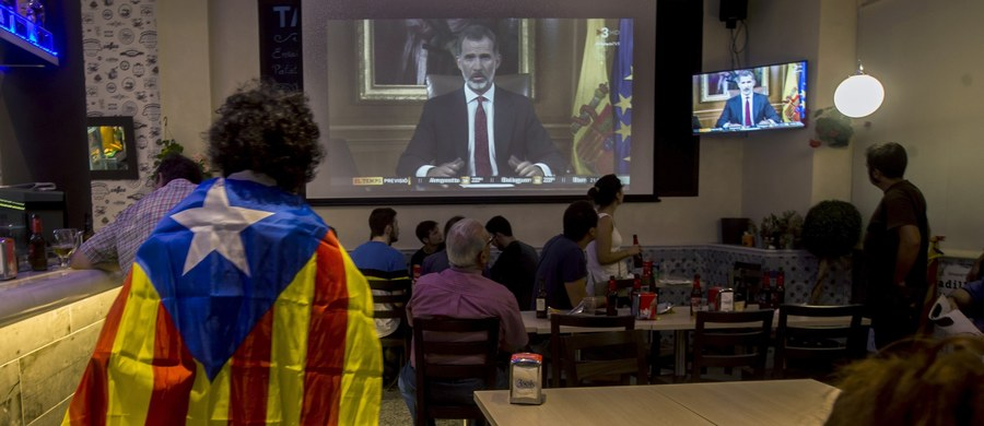 """Król Hiszpanii Filip VI podkreślił w telewizyjnym wystąpieniu do narodu, że państwo musi zapewnić ład konstytucyjny i rządy prawa w Katalonii. Zarzucił katalońskim przywódcom """"nieodpowiedzialne zachowanie""""."""