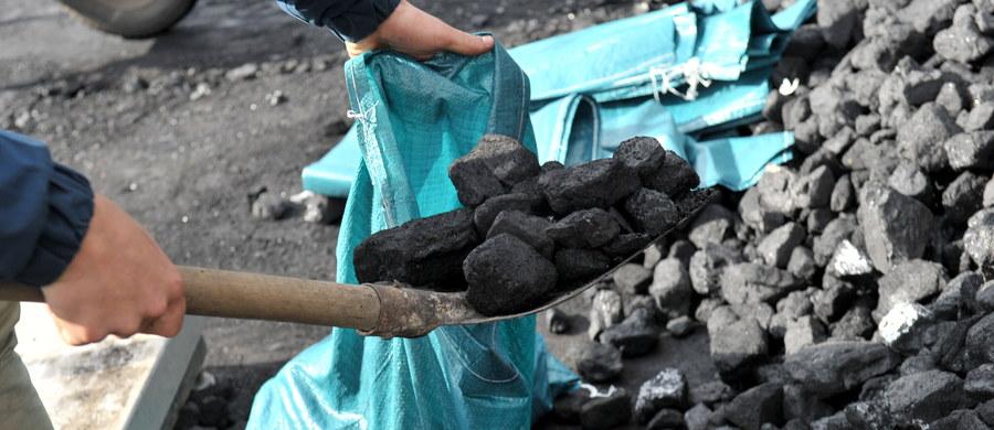 """Antracyt, czyli najbardziej energetyczny rodzaj węgla, sprowadza do Polski spółka Doncoaltrade. Surowiec, który w Rosji dostaje sfałszowany certyfikat pochodzenia, wydobywany jest na kontrolowanym przez separatystów wschodzie Ukrainy - ujawnia w środę """"DGP"""""""