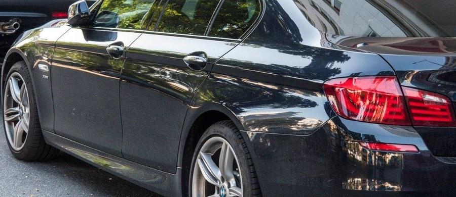 Największy grzech ubezpieczycieli przy OC to zaniżanie wypłacanych odszkodowań i przymuszanie kierowców do naprawiania samochodów przy użyciu nieoryginalnych części. Tak wynika z najnowszego raportu Rzecznika Finansowego, czyli państwowej instytucji, która ma nas wspierać w sporach z bankami i ubezpieczycielami. To nie koniec problemów.