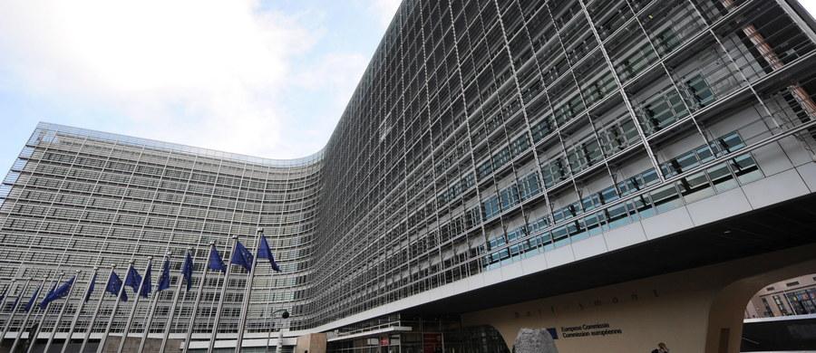 Komisja Europejska poinformowała, że przechodzi do drugiego etapu procedury o naruszenie unijnego prawa wobec Węgier. Procedura dotyczy węgierskiej ustawy o organizacjach pozarządowych finansowych z zagranicznych środków. Węgry mają teraz miesiąc na odpowiedź.