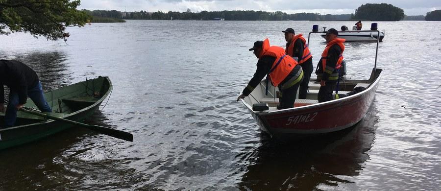 Życie zawdzięcza kolegom. Wędkarze ze Szczecinka pospieszyli na pomoc mężczyźnie, który wypadł z łódki podczas łowienia ryb na Jeziorze Trzesiecko.