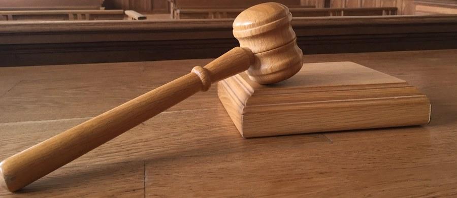 Na karę 13,5 roku pozbawienia wolności skazał Sąd Okręgowy w Opolu Mariusza D. za przestępstwa seksualne wobec czworga swoich małoletnich dzieci. Jego wspólnika skazano na karę 12 lat więzienia. Wyrok jest nieprawomocny.