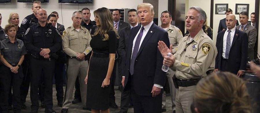 """""""Ameryka jest pogrążona w żałobie"""" po tragedii, do której doszło w niedzielę na festiwalu muzyki country – mówił w Las Vegas prezydent USA Donald Trump. Uczestników koncertu ostrzelał samotny napastnik - zginęło blisko 60osób, a ok. 500 zostało rannych."""