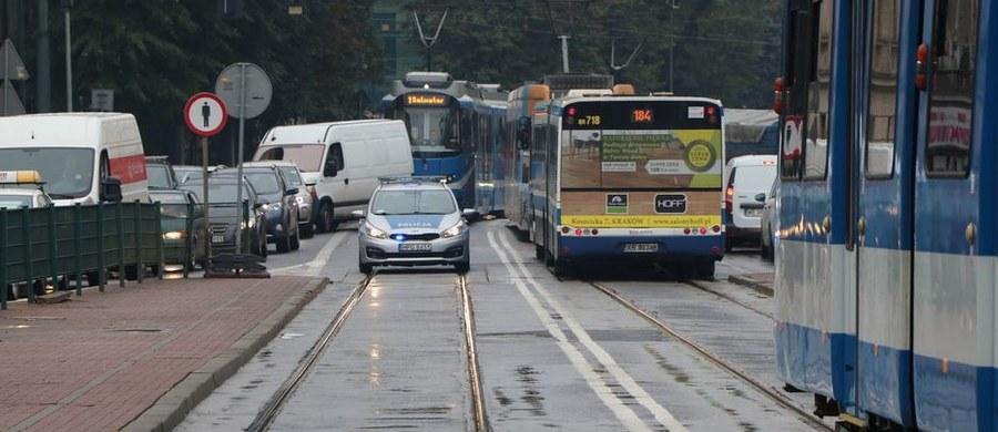Zmiany w terminach remontów na ulicach Krakowa. Decyzja zapadła po wczorajszym spotkaniu prezydenta Majchrowskiego ze służbami odpowiedzialnymi za utrudnienia w mieście.