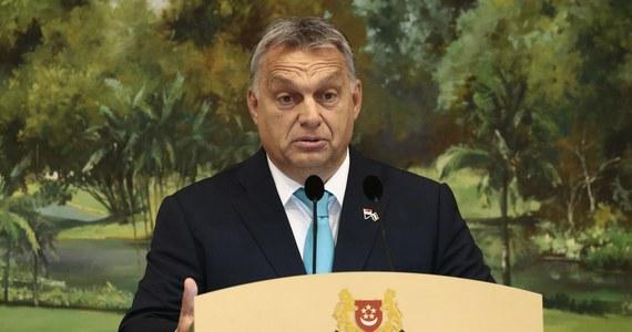 """Premier Węgier Viktor Orban uznał za """"śmiechu warty"""" wniosek Komisji Europejskiej w sprawie procedury o naruszenie unijnego prawa przez Węgry. Wniosek dotyczy ustawy o przejrzystości organizacjach pozarządowych finansowych z zagranicznych środków. Orban ocenił, że wspomniana procedura należy do takich, którymi """"brukselscy biurokraci chcą odebrać państwom członkowskim kompetencje, chcą na nich wymusić jakąś decyzję polityczną i wybierają w tym celu takie narzędzie""""."""