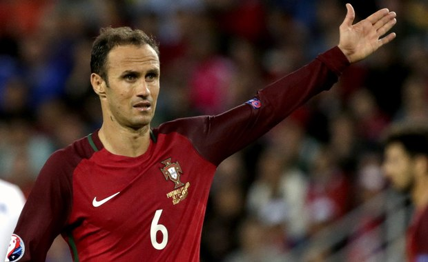 Były piłkarz Realu Madryt Ricardo Carvalho został skazany przez hiszpański sąd na siedem miesięcy pozbawienia wolności oraz grzywnę w wysokości 142 tys. euro za oszustwa podatkowe. 39-latek nie pójdzie jednak do więzienia, ponieważ w Hiszpanii, w przypadku osób skazanych po raz pierwszy, kary poniżej dwóch lat są orzekane w zawieszeniu.