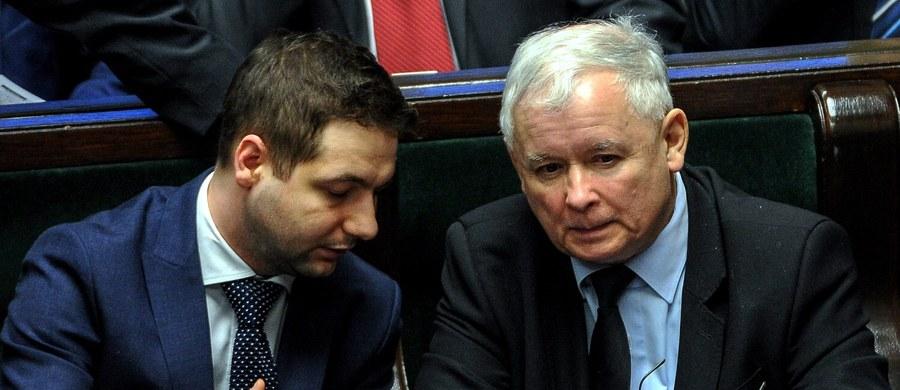 Nie mamy wątpliwości, kto jest najważniejszym politykiem i oddajemy królowi, co królewskie. A jest nim Jarosław Kaczyński i nie ma co do tego wątpliwości - powiedział wiceminister sprawiedliwości Patryk Jaki w rozmowie z portale wPolityce.pl.