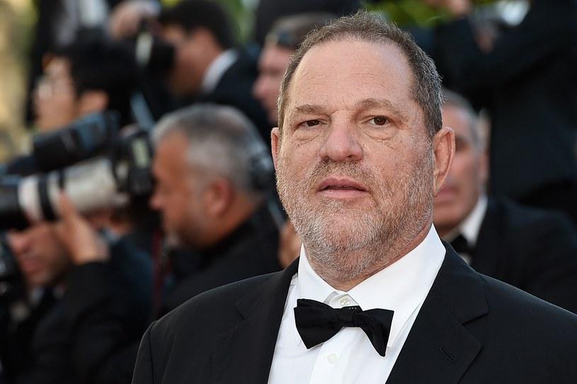 W związku zarzutami o molestowanie seksualne znany amerykański producent filmowy Harvey Weinstein został zwolniony z wytwórni filmowej The Weinstein Company (TWC). Taką informację podały w niedzielę, 8 października, wieczorem czasu lokalnego amerykańskie media.