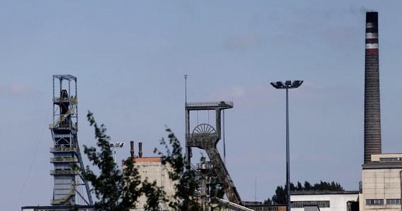 Kilkudziesięciu ratowników górniczych bierze udział w akcji pożarowej w kopalni Bielszowice w Rudzie Śląskiej. Tysiąc metrów pod ziemią doszło tam do samozagrzania węgla. Nikt nie został poszkodowany.