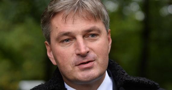 Brytyjski poseł do Izby Gmin polskiego pochodzenia Daniel Kawczyński wystosował list otwarty do niemieckiej kanclerz Angeli Merkel. Wezwał w nim rząd w Berlinie do wypłacenia Polsce reparacji wojennych.