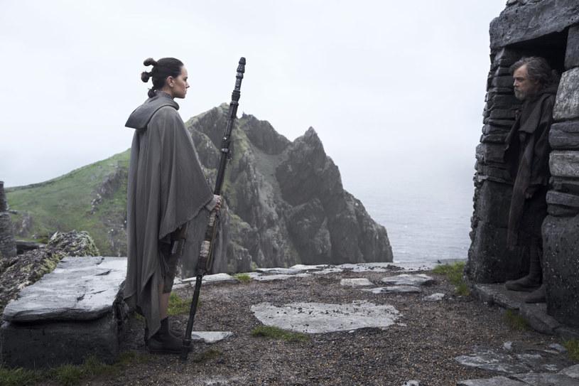 """Film """"Gwiezdne wojny: Ostatni Jedi"""" pojawi się na ekranach kin 14 grudnia. Lucasfilm zaprezentował we wtorek, 10 października, najnowszy zwiastun produkcji. Zobaczcie!"""