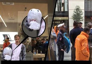 Był przebrany za rekina i dostał mandat. Przez... przepisy antyburkowe