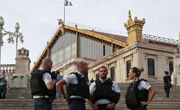 Dwóch Tunezyjczyków, podejrzanych o związki z atakiem nożownika w Marsylii z 1 października, zostało zatrzymanych w poniedziałek wieczorem na granicy włosko-szwajcarskiej - poinformowała we wtorek szwajcarska agencja prasowa ATS.