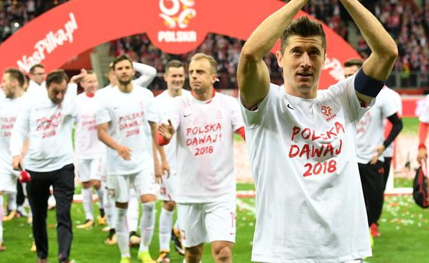 Polski Związek Piłki Nożnej może liczyć na blisko 10 mln dolarów od FIFA za sam awans na przyszłoroczny mundial w Rosji. Podopieczni Adama Nawałki w niedzielę w Warszawie pokonali Czarnogórę 4:2 i przypieczętowali awans do przyszłorocznych mistrzostw świata w Rosji. Biało-czerwoni zajęli pierwsze miejsce w grupie E z dorobkiem 25 punktów. Druga w tabeli Dania ma o pięć mniej.