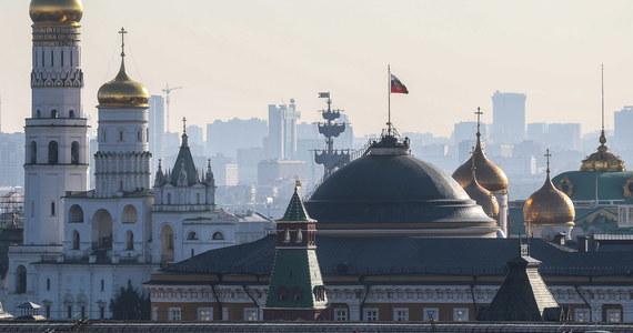 Ukraina chce ustawowo zakazać wyjazdów do Rosji urzędnikom, żołnierzom czy policjantom. Na taką podróż zgodę będzie musiało wydać Ministerstwo Spraw Zagranicznych - informuje nasz korespondent Przemysław Marzec.