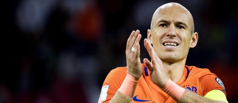 """Arjen Robben kończy karierę reprezentacyjną. O swojej decyzji piłkarz poinformował po ostatnim meczu reprezentacji Holandii w eliminacjach przyszłorocznych mistrzostw świata, w którym… strzelił dwie bramki. Dzięki nim """"Pomarańczowi"""" wygrali ze Szwecją 2:0. Na rosyjski mundial nie zdołali jednak awansować."""