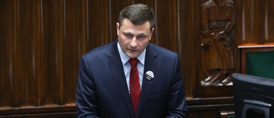 Sejm zdecydował, że Krzysztof Paszyk zasiądzie w komisji śledczej ds. Amber Gold. Paszyk zastąpi Andżelikę Możdżanowską, która reprezentowała w komisji klub PSL, a w lipcu zdecydowała o opuszczeniu PSL. Za kandydaturą Paszyka głosowało 425 posłów, nikt nie zagłosował przeciw.